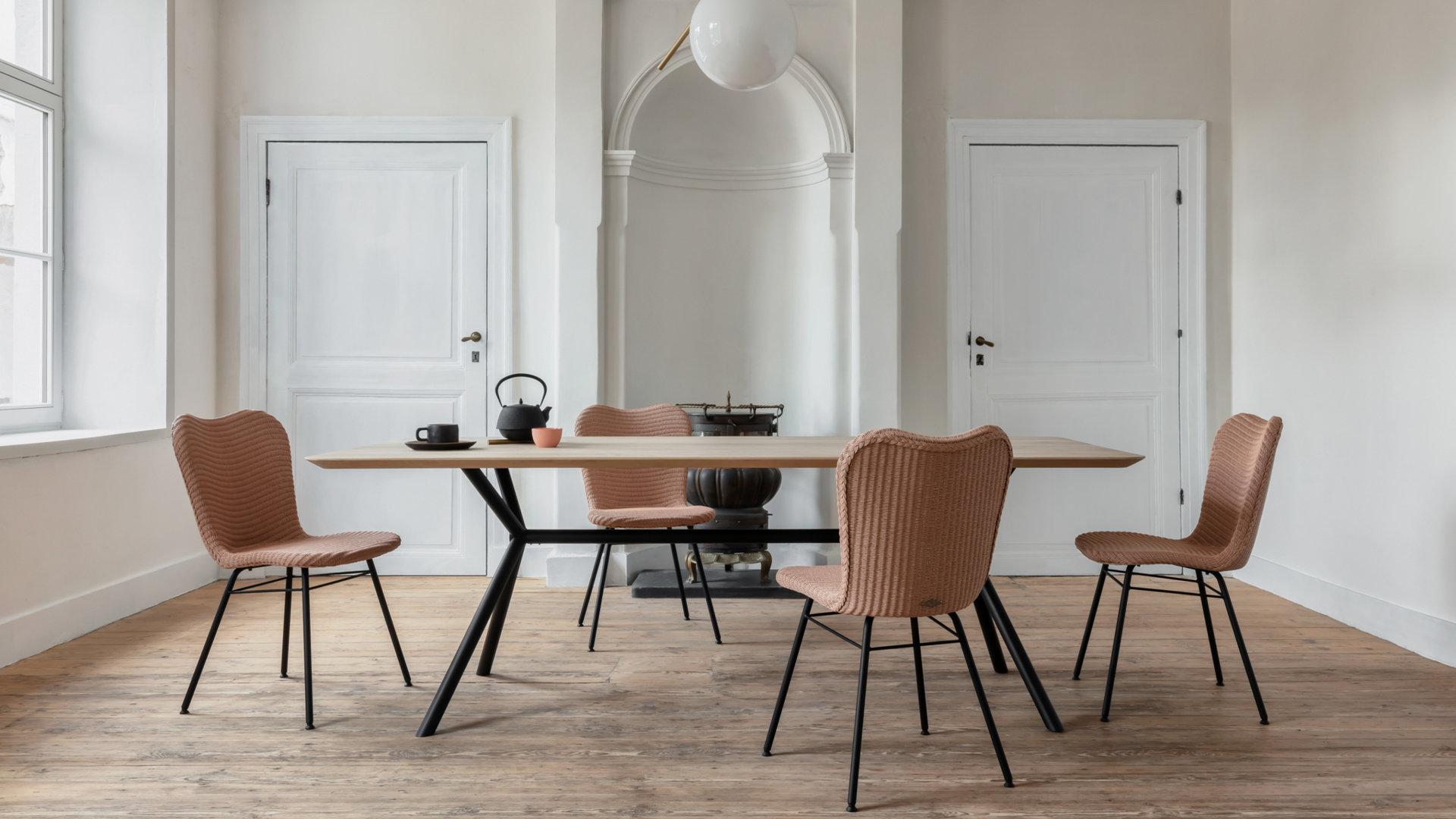 Chaises et Tables
